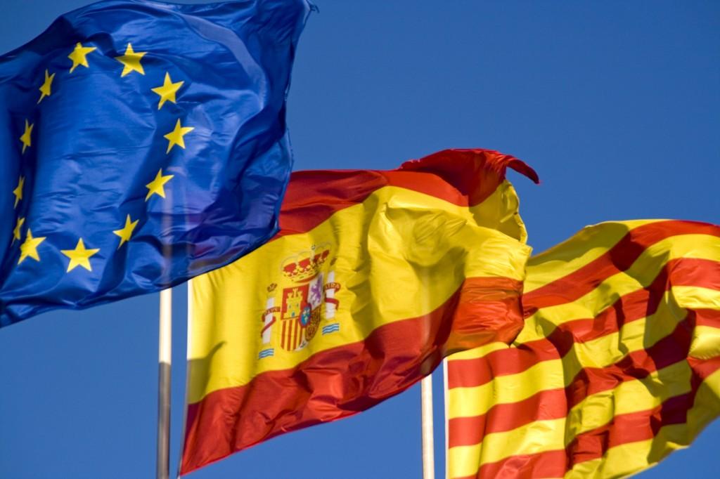 Drapeaux européen, espagnol, catalan