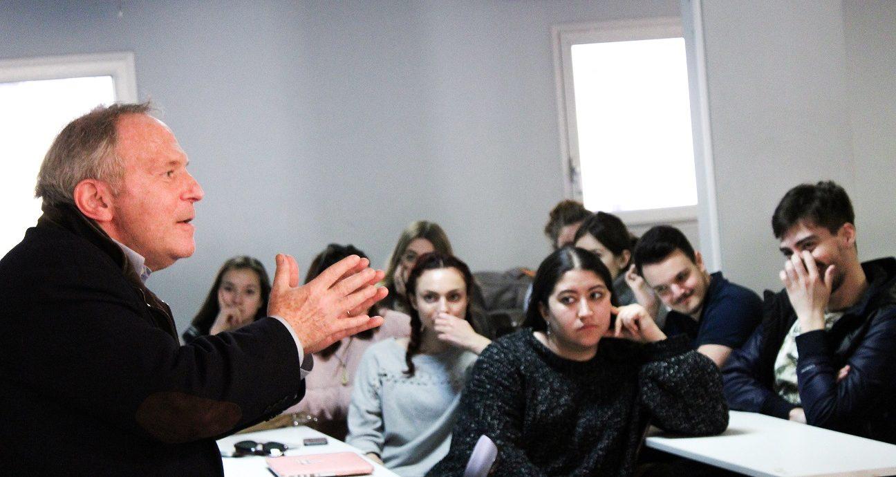 Bernard Guetta en intervention devant les étudiants